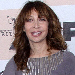 Illeana Douglas 4 of 9