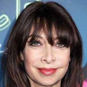 Illeana Douglas 6 of 9