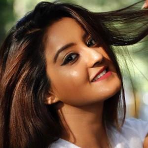 Insha Ghai 2 of 6