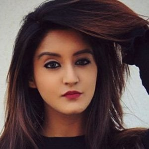Insha Ghai 4 of 6