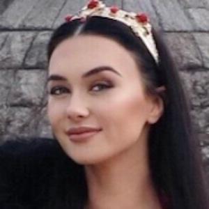 Irina Olsen 4 of 10