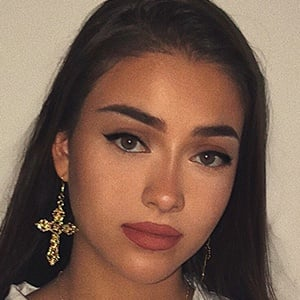 Isabel Rose 3 of 6
