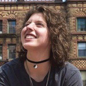 Isabel Jones 4 of 7