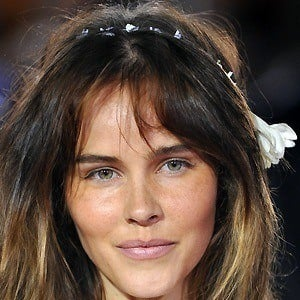 Isabel Lucas 2 of 9