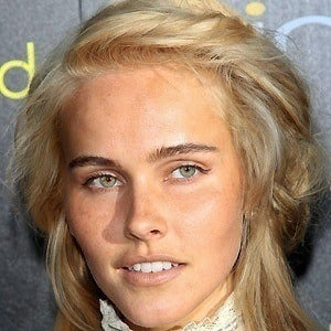 Isabel Lucas 4 of 9