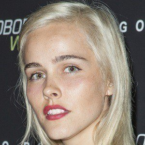 Isabel Lucas 5 of 9