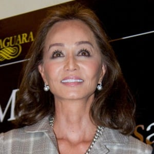 Isabel Preysler 2 of 3