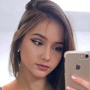 Isabela Fernandez 4 of 6