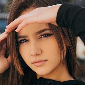Isabela Fernandez 5 of 6