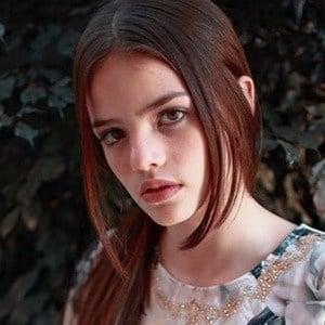 Isabela Soares 5 of 6