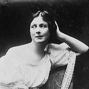 the life and career of american dancer isadora duncan Duncan, isadora (1878–1927)american dancer,  and isadora's career soon reached an impasse  isadora duncan: her life, her art, .