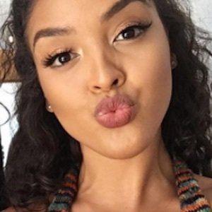 Izabela Guedes 3 of 10