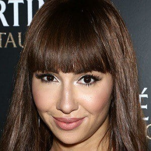Jackie Cruz 4 of 5