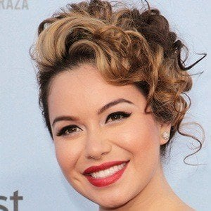Chiquis 3 of 5
