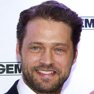 Jason Priestley 8 of 10