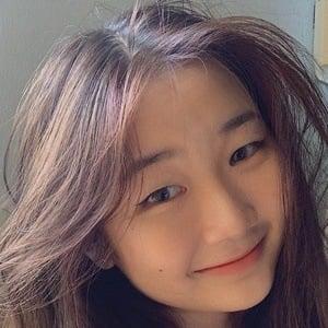Jelina Lim Headshot 10 of 10