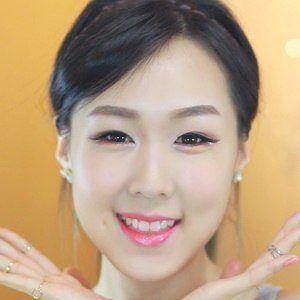Jeniffer Kim 4 of 5