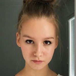 Jenna Licciardo-Toivola 5 of 6