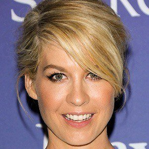 Jenna Elfman 5 of 9