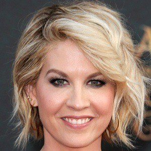 Jenna Elfman 7 of 9