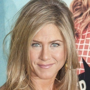 Jennifer Aniston 4 of 10