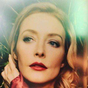 Jennifer Finnigan 2 of 6