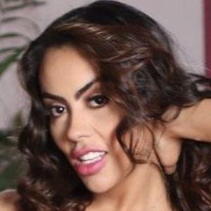 Jennifer Ruiz Diaz Headshot 6 of 10