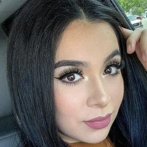 Jenny Peña Headshot 5 of 10