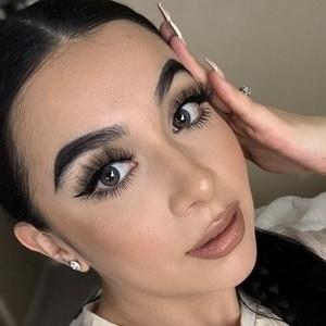 Jenny Peña Headshot 6 of 10