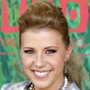 Jodie Sweetin 6 of 10