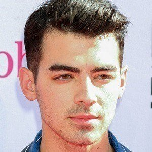 Joe Jonas 4 of 10