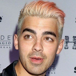 Joe Jonas 6 of 10