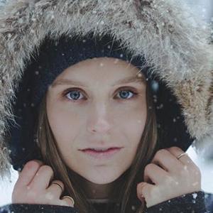 Joelle Friend 3 of 6