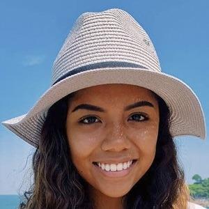 Johanna De La Cruz Headshot 8 of 10