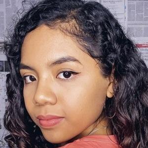 Johanna De La Cruz Headshot 9 of 10