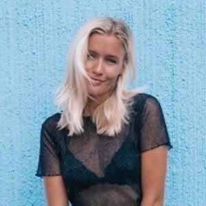Jolie Janine 6 of 10