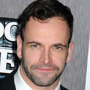 Jonny Lee Miller 2 of 9