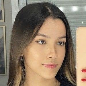 Julia Alves Headshot 7 of 10