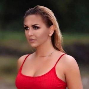 Julia Jaroszewska 5 of 9