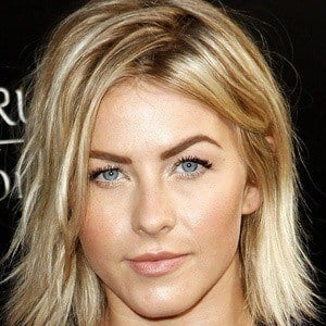 Julianne Hough 4 of 10