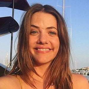 Julie Gonzalo 4 of 6