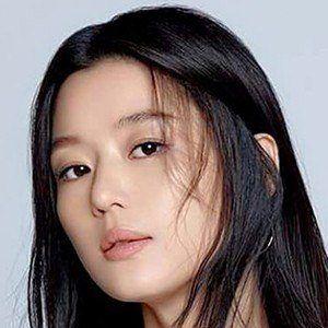 Jun Ji-hyun 2 of 6