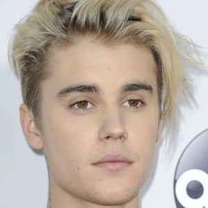 justin bieber bio facts family famous birthdays. Black Bedroom Furniture Sets. Home Design Ideas