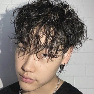 Justin Yi Headshot 2 of 10