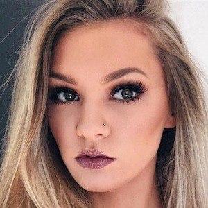 Kaitlin Dobson 7 of 9