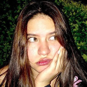 Karla Herrarte 4 of 5
