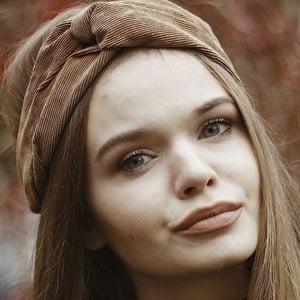 Karolina Leszkiewicz Headshot 7 of 10