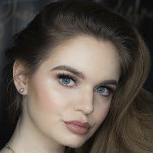 Karolina Leszkiewicz Headshot 8 of 10