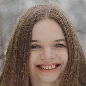 Karolina Leszkiewicz Headshot 9 of 10
