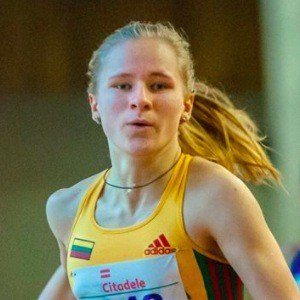 Karolina Savko 4 of 5